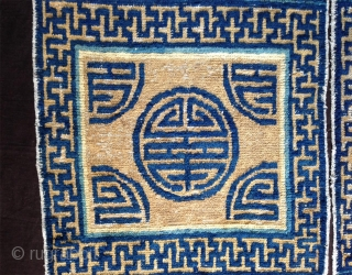 possibly one of the oldest ningxia bench cover with this design..early kangxi second half 17th century. 6 squares in 2 halves, bold ,totemic, powerfull.. a rare early chinese piece..