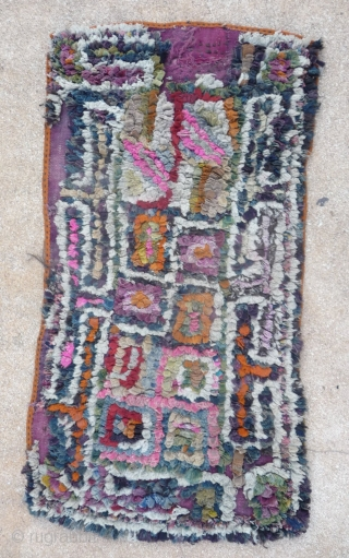 an interesting tibetan rag rug made of recycled tibetan wool weave pieces. if the maroccan boucherouite rugs are now quite famous , this kind of tibetan rugs will maybe never  go  ...