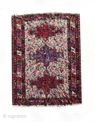 Authentic Verneh 130x100 cm semi-antique rug from the Caucasus. Beautiful colors. Excellent condition.