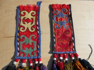 Pair of Kirghizistan igsalik (spoon bag). Second quarter 20th c. 27 x 11.5 cm bag, 65 cm overall lenght. One tassel lacks, a bargain price for this.
