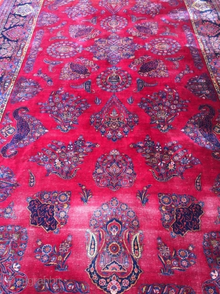 Extremly fine antique Kashan carpet with 520/270 cm. Demages, worn places, but no restoration or tinting.