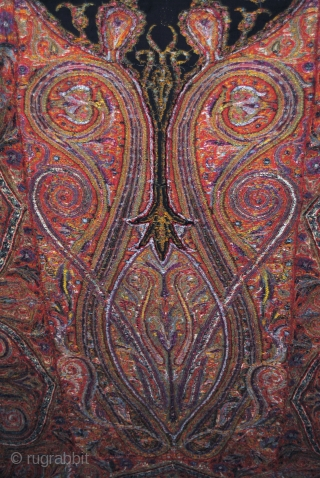 Exceptional Indian Pieced shawl in Great condition, beautiful Center and fine embroidery, long size, more than 3 Meters, nice colors