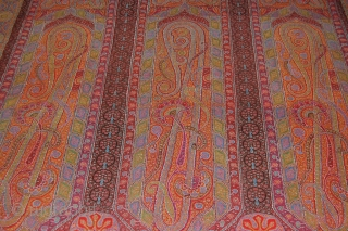 exceptional indian long shawl, in Mint condition, fresh colours are fine embroidery, end of 19th century.