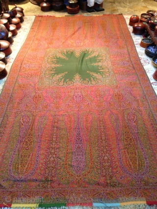 Exceptional French woven shawl, in great condition, Rare green center, Lovely fresh colors, more than 3 meters long, great condition, apart small repaires.