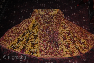 Beautiful 19th CENTURY Yellow Chirpy Chyrpy, Vry fine embroidery,The pic has aged The condition isngreat, its a complete Piece but in some areas the yllow based is used... PLease check the pictures.
