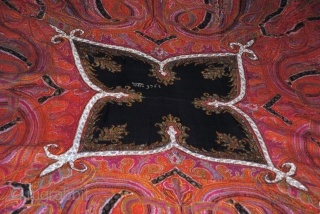 Exceptional Indian Pieced shawl, Hand embroidered, great condition, very nice designe and fresh colours, the size is about 190/190.