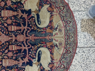 Extraordinary round rug from kerman  Dimension : 90 * 87 cm , excellent condition Aged over 100 years old