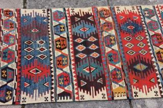 Re 1492 Sivas Kelim early nineteenth century. 9'8 x 2'7 - 295 x 77