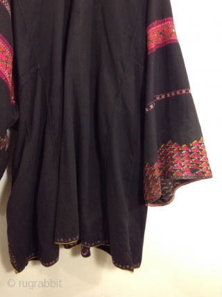 This is from the Swat Valley area of Pakistan.  Very good condition and very wearable.  It can be worn by small and large women since it is very full and  ...