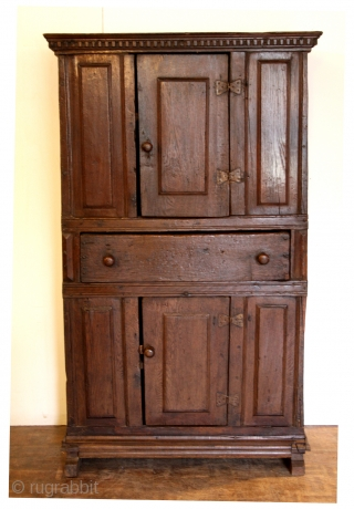 Early 1600's, Dutch cabinet, oak.  High 173 Cm.  Wide 103 Cm Deep 46 Cm.   Minor restaurations.