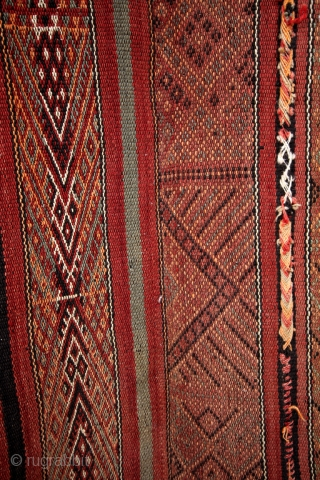 Haml, Rare to find, Berber woman in South Tunesia made these beautiful kilims.  Authentic, made for their own use.  Early 20th century. In good condition. Clean.  size: 280 x 155 Cm's.   ...