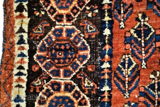 antique Afshar, called by Ashar Doj Goli a Parizi, two flowers from Parizi.  Nice corroding in the brown/black wool.   from €650,00 to €450,00
