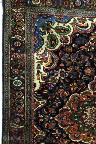 Bordschalu, Hamadan area.  200 x 152 Cm. 6.6 ft. x 5 ft.  Wool on cotton.  1930-1940.   Medaillion pattern.  Full pile, in good condition.  Best Highland wool, beautiful shine.
