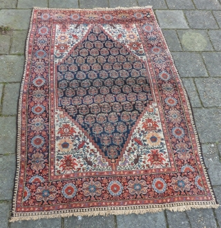 Senneh rug, 191 x 130 cms., ca. 1900. Very good condition and pile, without any wear. No repairs done. Endings complete and secured. Natural dyes and a faded hot red.