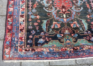 """Bold and graphic Kurdish rug, 204 x 144 cm., 6' 8"""" x 4' 9"""", in Bidjar style, early 20th. c. In perfect condition, with meaty pile all over. Without any wear and  ..."""