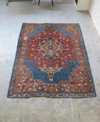 beautiful rug in great condition 140 x 180 cm