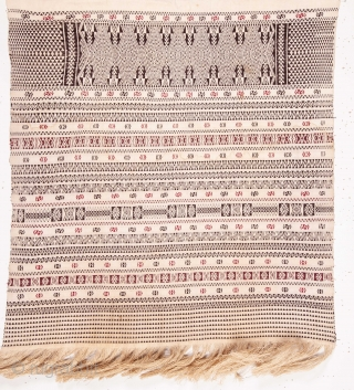 Indonesian Finely Woven Textile  56 x 120 cm / 1'10'' x 3'11''