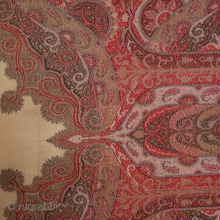 European Paisley Shawl 180 x 196 cm / 70.87 x 77.17 in.