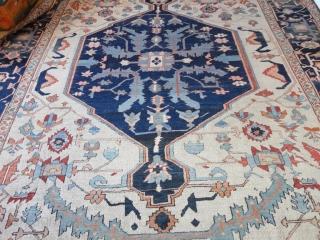 Magnificent  antique  Serapi  carpet  Nord-West  Persien  19 th. century    320 X 417 cm. Amazing  fantastik  colors ,ivory ground , quality wool  ...