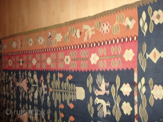 Very  rare  and decorative antique  Thracian / Balkan  kelim  about  1900     175 X 231 cm. Few  inconspiciuous small  stains  ...