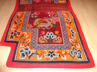 Very  fine  and  lovely Tibetan  saddle rug  round  1920 , 134 X 67 cm.