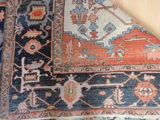 Magnificent  antique  white ground  Serapi  carpet  Nord-West Persien  19 th. century   320 X 417 cm. Fantastic  colours , quality  wool , fine   ...
