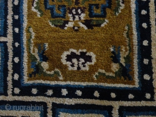 Nice  old  chinese  Peking  Baby  rug  56 X 74  cm. , round  1920