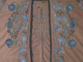 "Ottoman fine silk and metallic embroidery armless dress. Great condition to be worn, Real shade of color is like on close up photos. Circa 1900 or earlier- size : 46"" X 38""  ..."