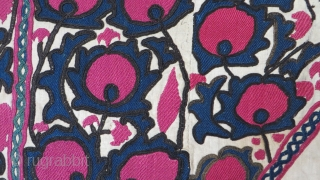 Tajikistan Ura Teppa antique prayer Suzani. Silk embroidery on hand loomed cotton fabric (karboz). Blossoming pomegranates are filling up the space around the prayer niche. Drawing is irregular and different blossoms in  ...