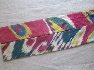 """Uzbekistan - Lakai silk and little wool embroidered belt. Great condition. Baking ikat replaced on the way. Circa 1900 or earlier - Size : 45"""" by little over 3"""" - 114 cm  ..."""