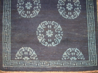 Very old Chinese or Tibetan small rug. Size: 58 x 76 cm. Very good condition. Perfect wool.