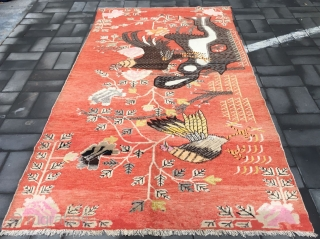 Chinese Xinjiang rug, it was produced in Khotan area in Xinjiang, The pattern of the golden rooster announcing the dawn, originally meant the cock crowing to tell people that the day was  ...