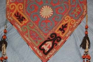 A BEAUTIFUL ANTIQUE LAKAI FROM UZBEKISTAN IN A VERY GOOD CONDITION. FOR MORE INFORMATIONS, PLEASE CONTACT ME