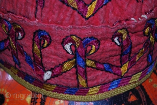a beautiful hand made turkmen emboidery head in a very good condition. for more informations, please contact me