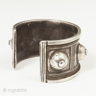 "A very wearable silver cuff from Algeria with an opening of 1.25"" (3.1 cm). It weighs 74 grams. 6.75"" (17.2 cm) interior circumference by 1.5"" (3.8 cm) wide. Early to mid 20th  ..."