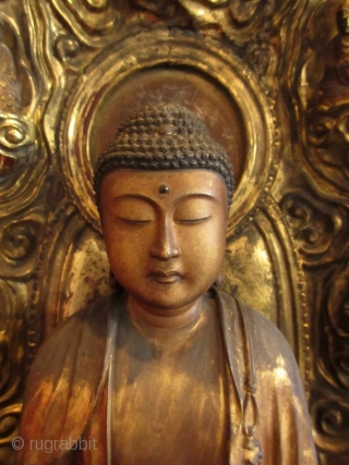 17th Century Japanese Standing Amida Buddha Statue  Stunning original 17th century Japanese Amida Buddha statue, gold gilt over wood with inlaid crystal on his third eye and his crown chakra. He stands on  ...