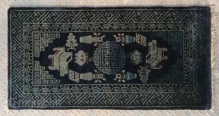 "No.X0029 * Chinese Antique Rug,Size: 63x123cm(25""x48"").Age: 19/20th Century. Origin: Baotou.Shape: Rectangle.Background Color: Blues"