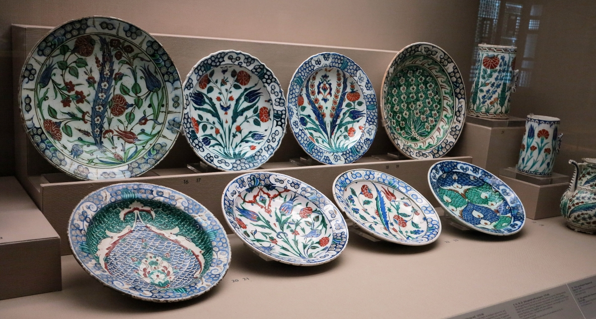 Ottoman Iznik Plates and Vessels, Benaki Museum of Islamic Art, athens