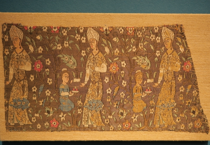 Safavid Persian textile : Christie's Art of the Islamic and Indian Worlds including Oriental Rugs and Carpets: Isfahan carpet