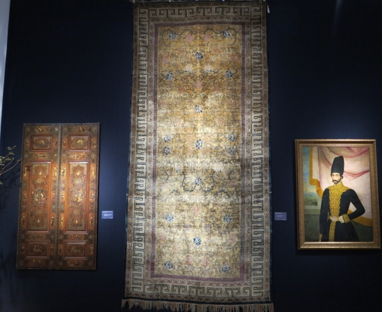 Kashgar silk carpet, lot 123