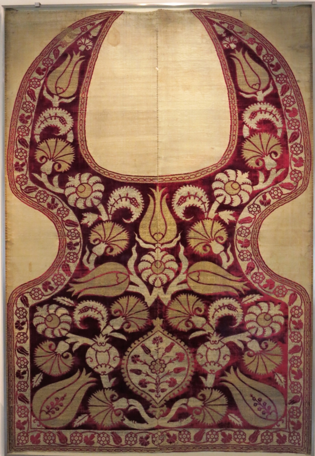 Ottoman velvet saddle, circa 1600, Benaki Museum of Islamic Art, Athens