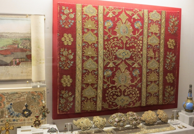 embroidered silk textile from Asia Minor, 18th century, Benaki Museum