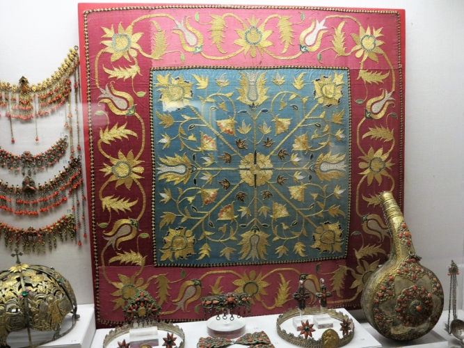 gold thread embroidered silk wrap from Argyroupolis, Pontos, 18th century, Benaki Museum