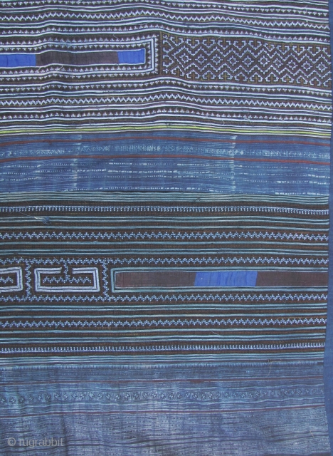 Wonderful indigo, embroidered and hand printed batik blanket from the Hmong in Sapa, northwestern Vietnam. This is a huge piece L: 2.5m/98in and W: 1.74m/68.5in. A very functional item that could be  ...