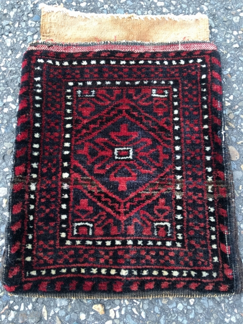 Sweet Baluch chanteh, fully preserved. Nice mina khani design and abrash of grey natural (un-dyed) wool. Beautiful colors and wool. Back cotton. Size 18.1 x 9.1 inch (46 x 32 cm).