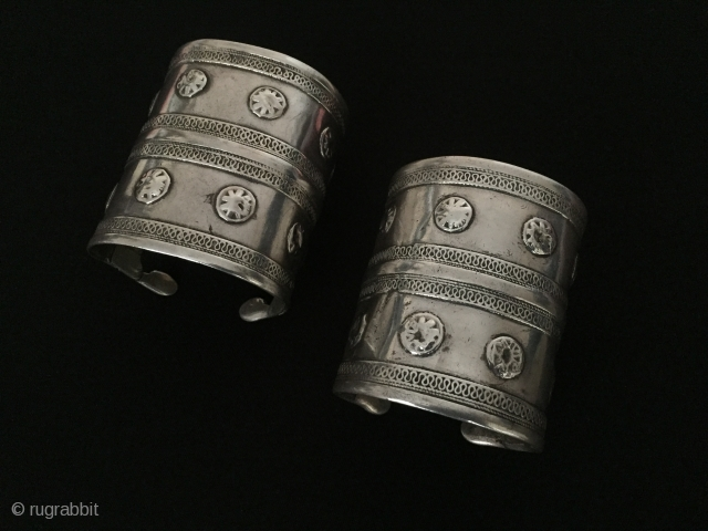 Central-Asia Turkmen-Yomud a pair of ethnic tribal silver cuff bracelets (Arm-band) original turkmen art jewelry Circa-1900 Size : ''6.5 cm x 7.5 cm'' - İnner circumference : 15 cm - Weight :  ...