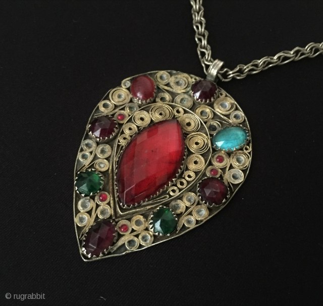 Filigree Vintage silver pendant with gemstone and with chain Size - Lenght : 37 cm - Height : 8 cm - Width : 5.5 cm - Weight : 48 gr Thank you  ...