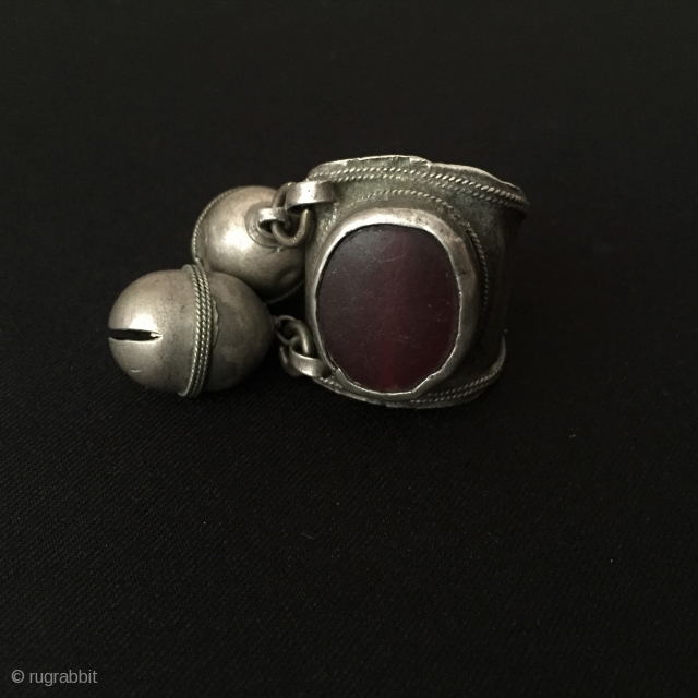 Central-Asia Tribal Turkmen old silver ring with old cornalian and silver beads Excellent condition ! Circa - 1900 or earlier Size - ''18 x 58'' - US : 8.5 - Weight :  ...