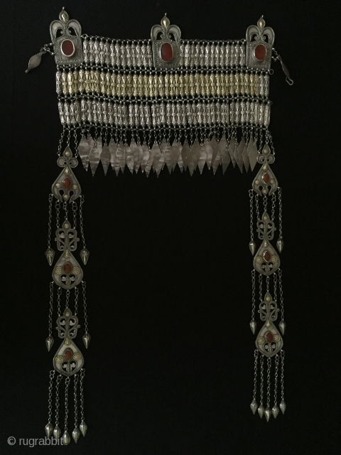 Central-Asia Turkmenistan Antique Traditional Headdress silver with cornalian fire gilded original ethnic turkmen jewelry Circa-1900 very nice condition Height '' 64'' - Width ''33.5''cm - Weight : 474 gr Thank you for  ...