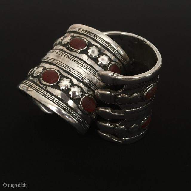 Central-Asia Turkmen-Ersary Antique silver pair cuff bracelet with cornalian on the stone writting İslamic for good luck collection ethnic tribal jewelry Best condition Circa-1900 Size 6.8 x 6.4 cm -  Weight  ...